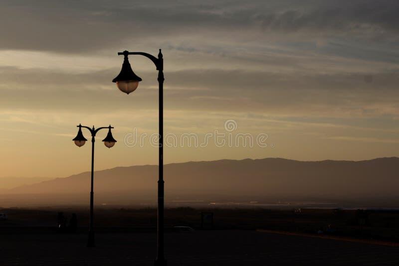 Горы от улицы стоковое фото rf