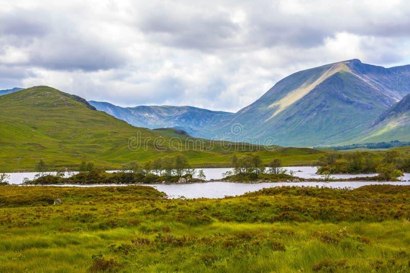 Горы панорамный взгляд Glencoe, зоны гористой местности, Шотландии Glencoe или Глена Coe, Scottish Higlands, Шотландия, Великобри стоковые изображения