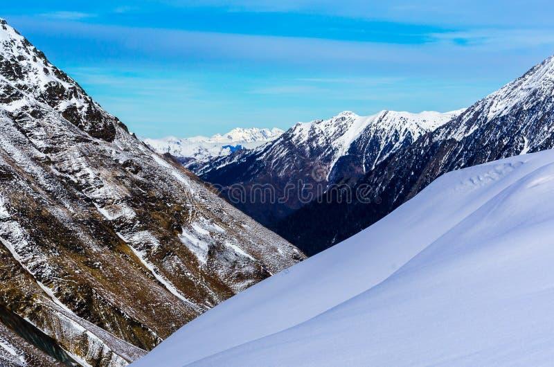 Горы Пиренеи лыжным курортом Piau-Engaly, Франции стоковые изображения rf