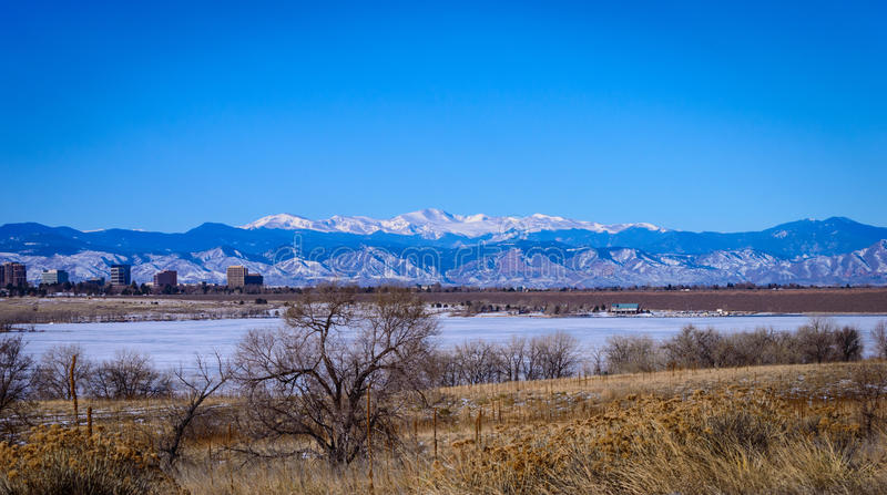 Горы покрынные снежком утесистые стоковая фотография