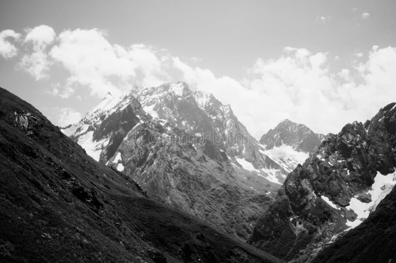 Горы северного Кавказа Dombai стоковые изображения rf