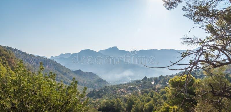 Горы силуэта Бордо, во Франции стоковое фото rf