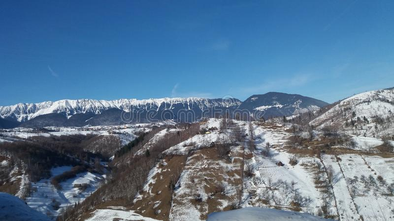 Горы с пиками шли снег стоковые фотографии rf