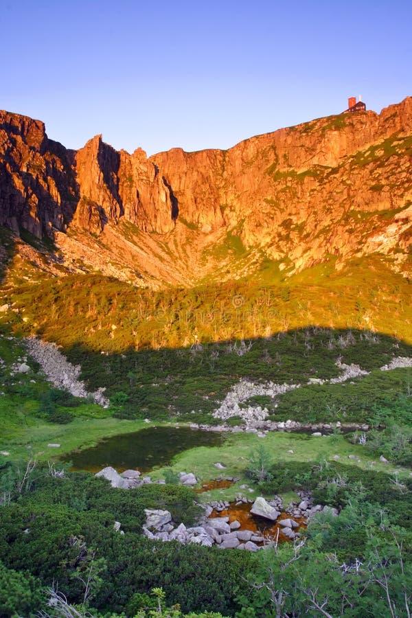 горы утра солнечные стоковая фотография rf