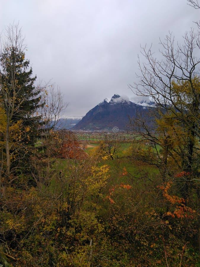 Горы швейцарца осени стоковая фотография