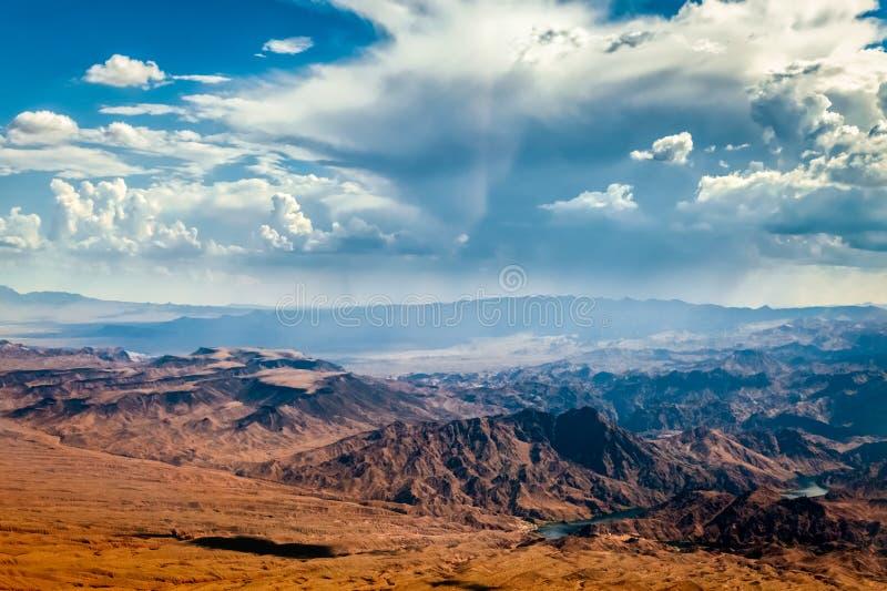 Горы шторма причаливая около Лас-Вегас стоковое фото