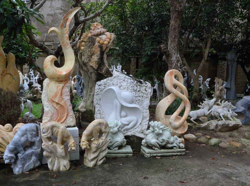 Горы январь 2017 мрамора Вьетнама, Danang: Традиционный въетнамский магазин мраморных скульптур стоковые изображения rf