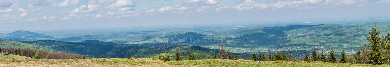 Горы Arpathian Украины весной, панорама стоковые изображения