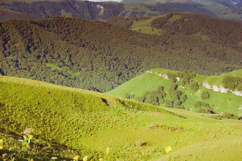 Download горы caucasus стоковое изображение. изображение насчитывающей adventurousness - 18397217