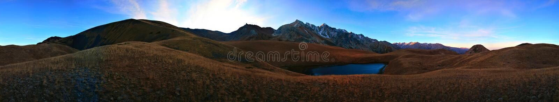 горы kazakhstan южные стоковое изображение