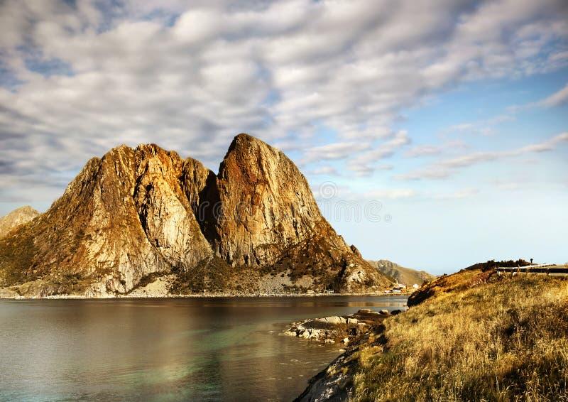 горы kjerag фьорда норвежские стоковые изображения rf
