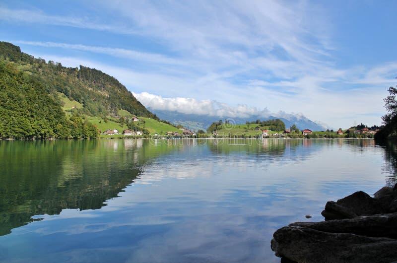 Горы Lungern озера стоковые фотографии rf