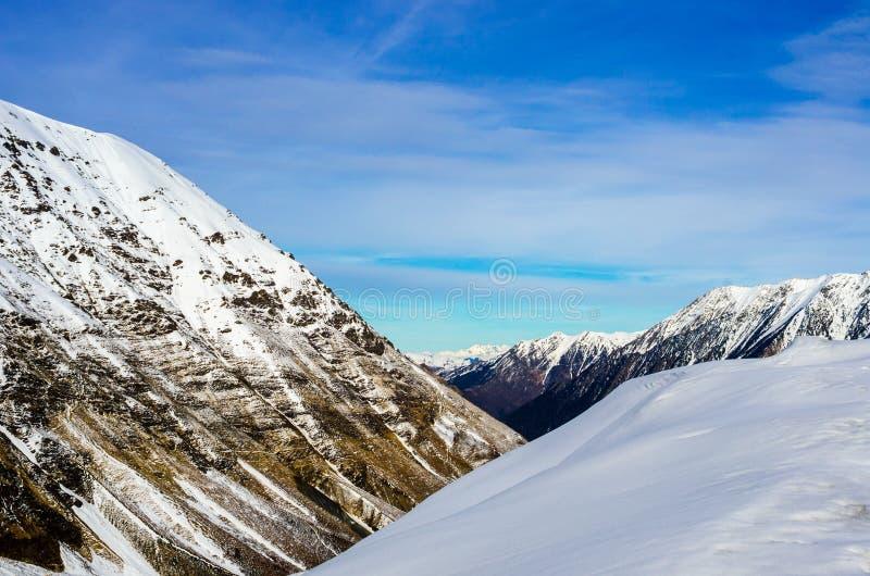Горы Snowy Пиренеи на юге  Франции стоковая фотография