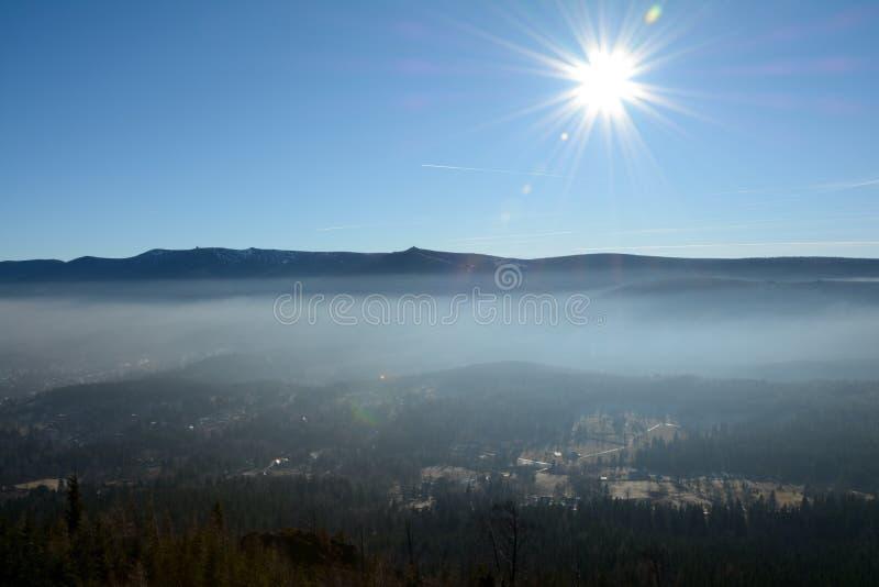 Горы Szklarska Poreba, Karkonosze и солнце стоковая фотография rf