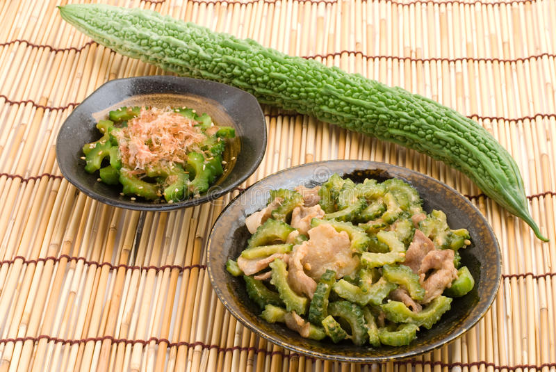 горькfNs дыня японца тарелки стоковое фото