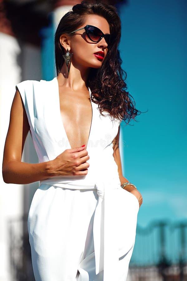 девушки модели в белогорскоспаривается