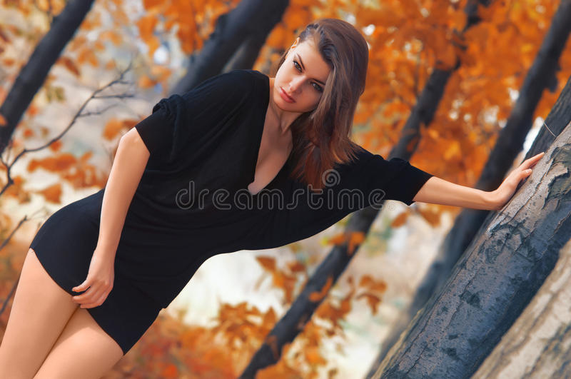 Горячая молодая девушка