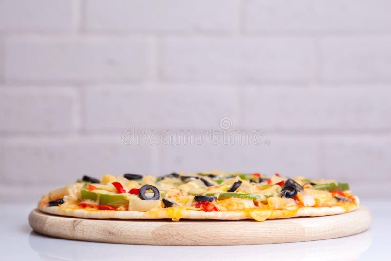 горячая пицца вкусная стоковое фото