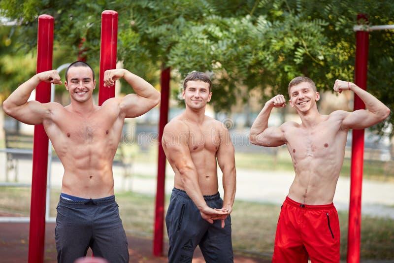 Горячая тренировка без рубашек, полная съемка ` s людей тела стоковое изображение