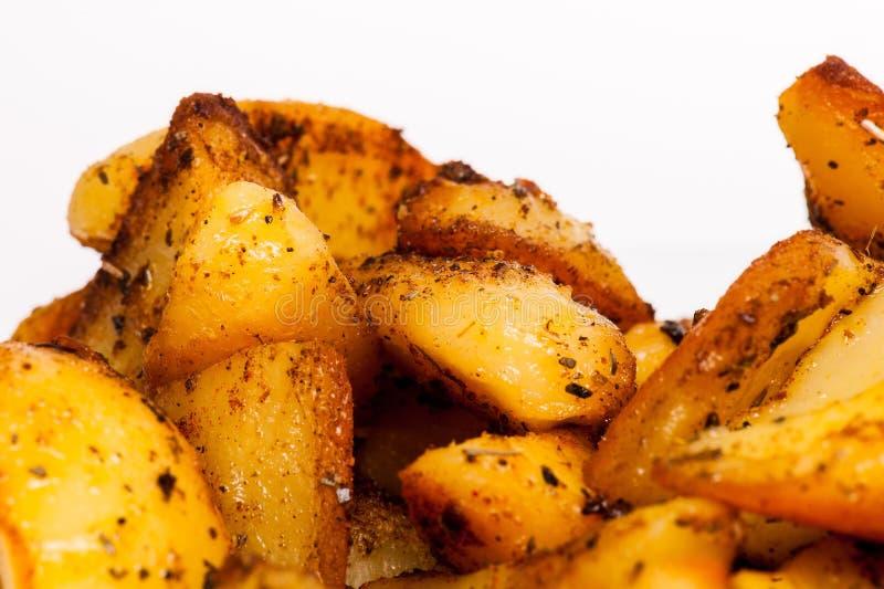 Горячие, вкусные зажаренные в духовке картошки стоковое фото