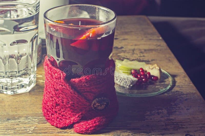 Горячие чай и плодоовощи стоковая фотография rf