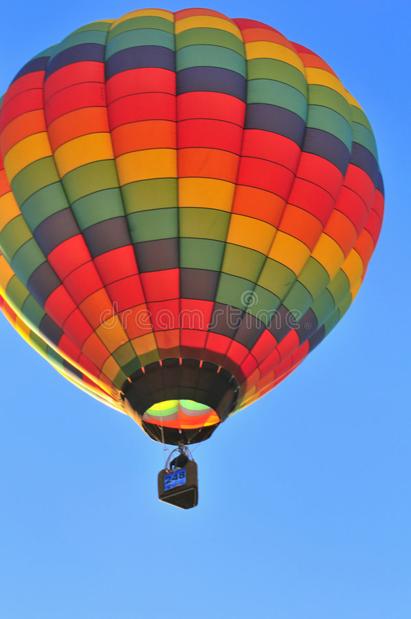 Download горячий воздушного шара цветастый Стоковое Изображение - изображение насчитывающей празднество, цветасто: 6860225