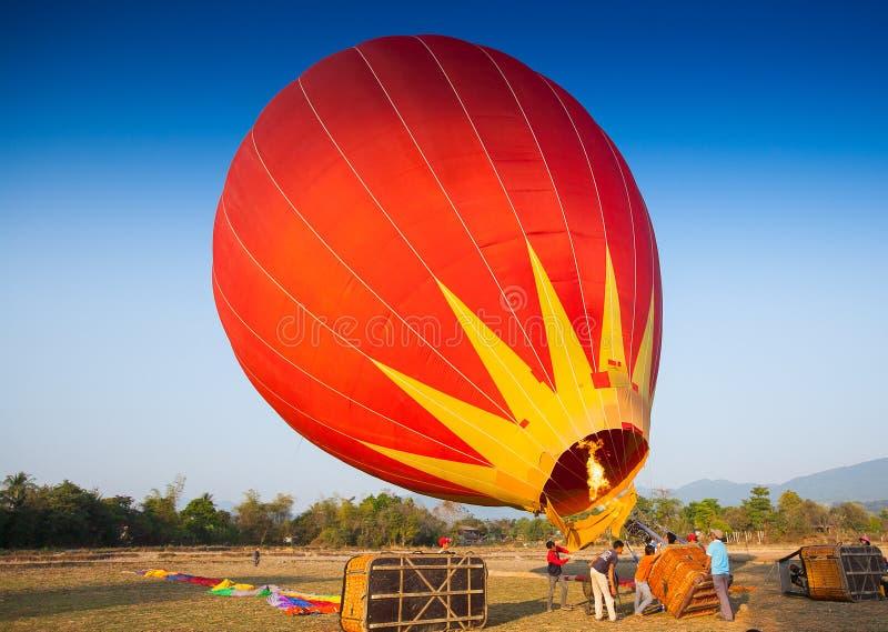 Горячий воздушный шар на небе в Лаосе стоковое изображение rf