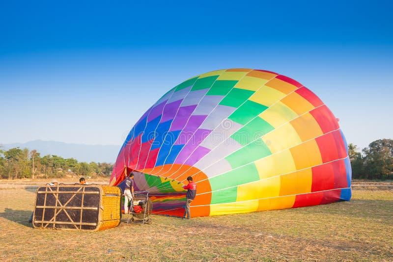 Горячий воздушный шар на небе в Лаосе стоковые фото