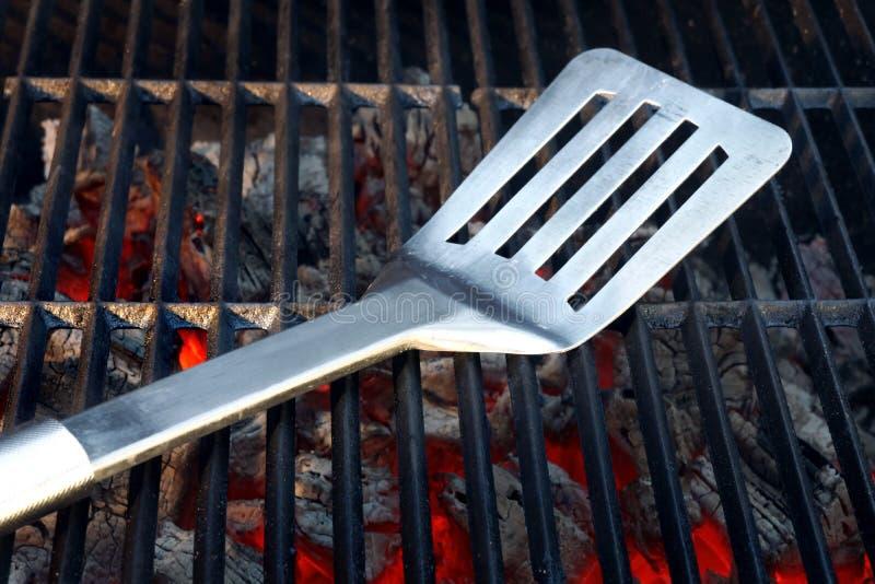 Горячий гриль угля с инструментами BBQ стоковые фото