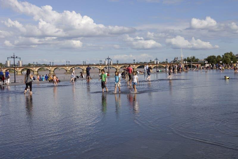 Горячий день на зеркале воды, Франция стоковые изображения