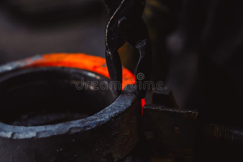 Горячий деталь на кузнице стоковая фотография
