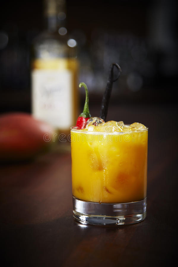 Горячий коктеиль манго стоковые изображения rf