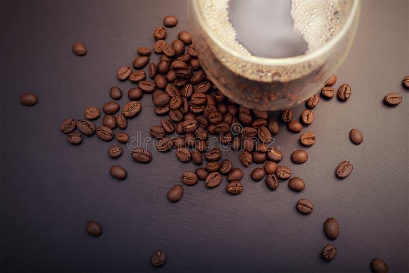 Горячий кофе на деревянной таблице стоковое изображение rf