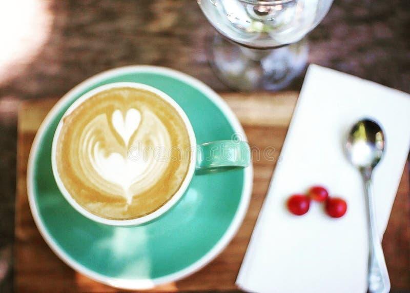 Горячий кофе capuccino искусства стоковые фотографии rf
