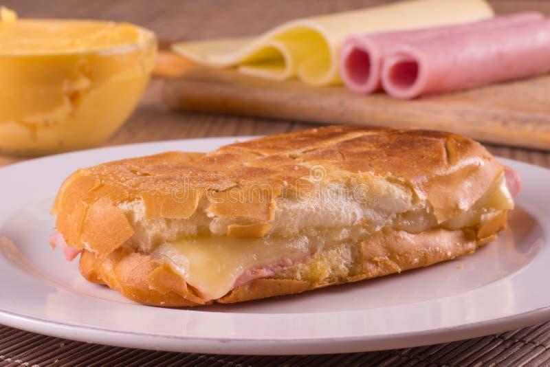 Горячий сандвич сыра Бразильянин Misto Quente стоковое изображение