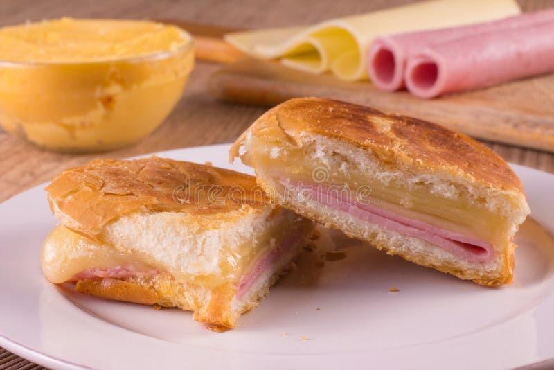 Горячий сандвич сыра Бразильянин Misto Quente стоковая фотография