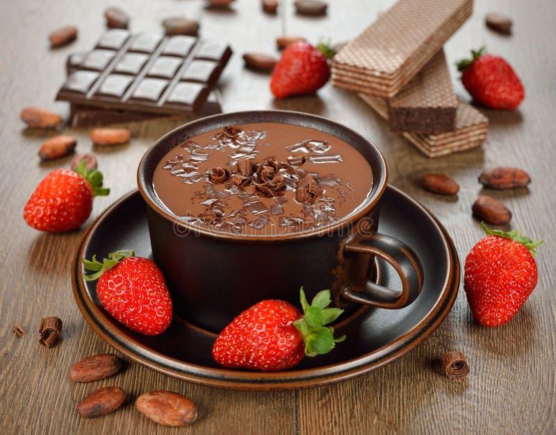 Горячий шоколад и клубника стоковые изображения