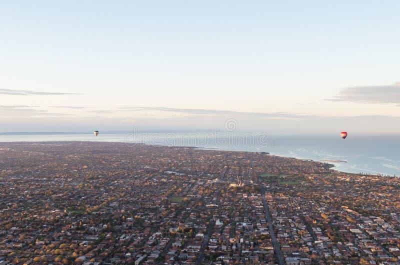 Download 2 горячих воздушного шара над Bayside Мельбурна Стоковое Изображение - изображение насчитывающей brilliants, нежно: 37929803
