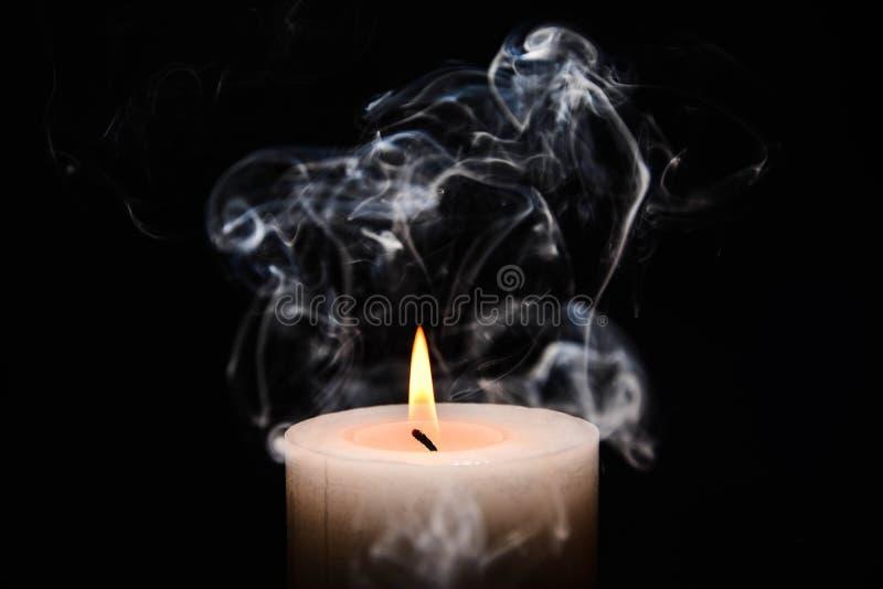 горящая белизна свечки стоковое изображение