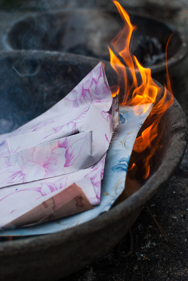 Горящая бумага стоковое изображение rf