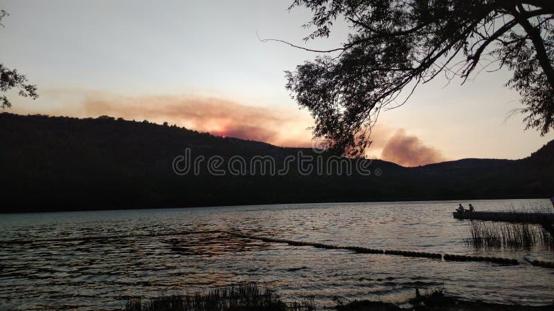 горящая гора стоковое фото rf
