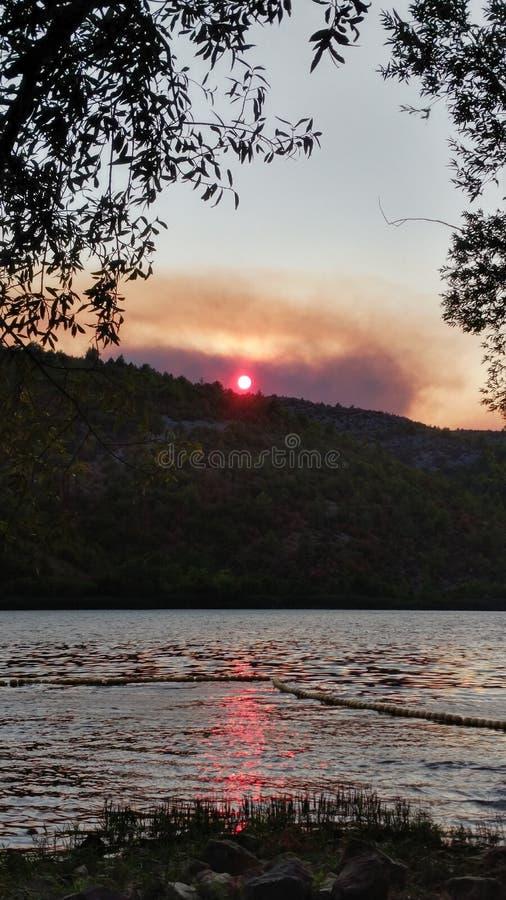 горящая гора стоковые фото