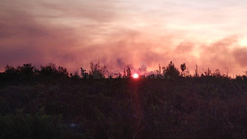 горящая гора стоковые изображения rf