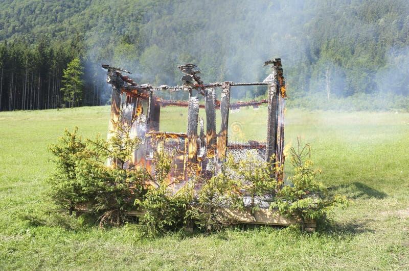 горящая дом стоковое фото