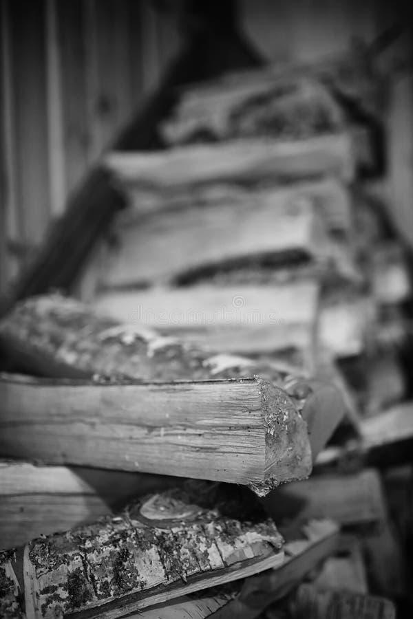 горящая древесина печки Швырок для топления печи Склад для стоковое фото