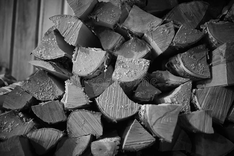 горящая древесина печки Швырок для топления печи Склад для стоковые изображения rf