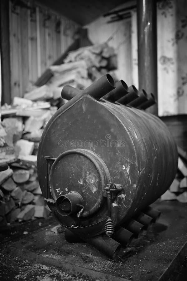 горящая древесина печки Швырок для топления печи Склад для стоковое фото rf
