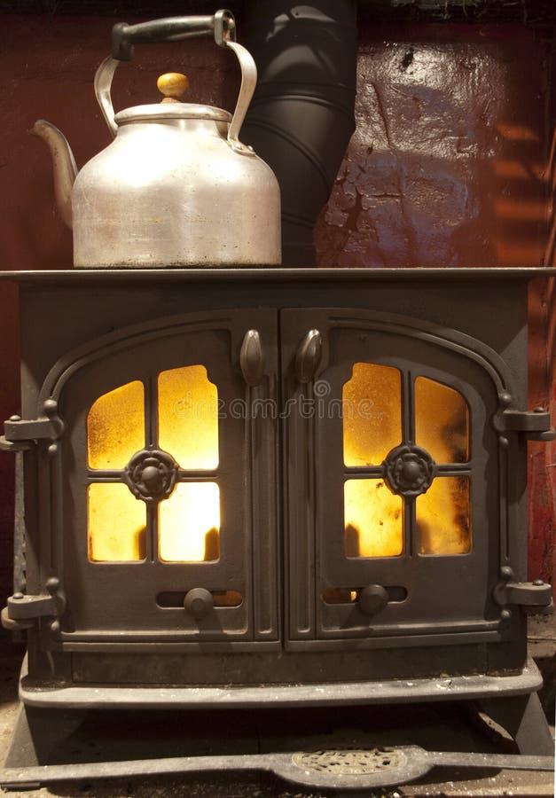 горящая древесина печки стоковые фото