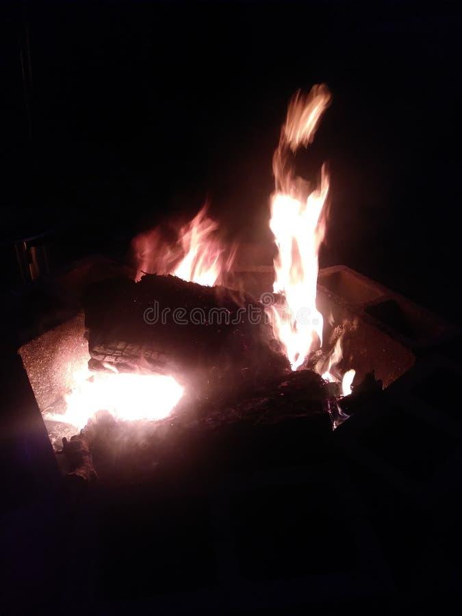 горящая древесина стоковое фото rf