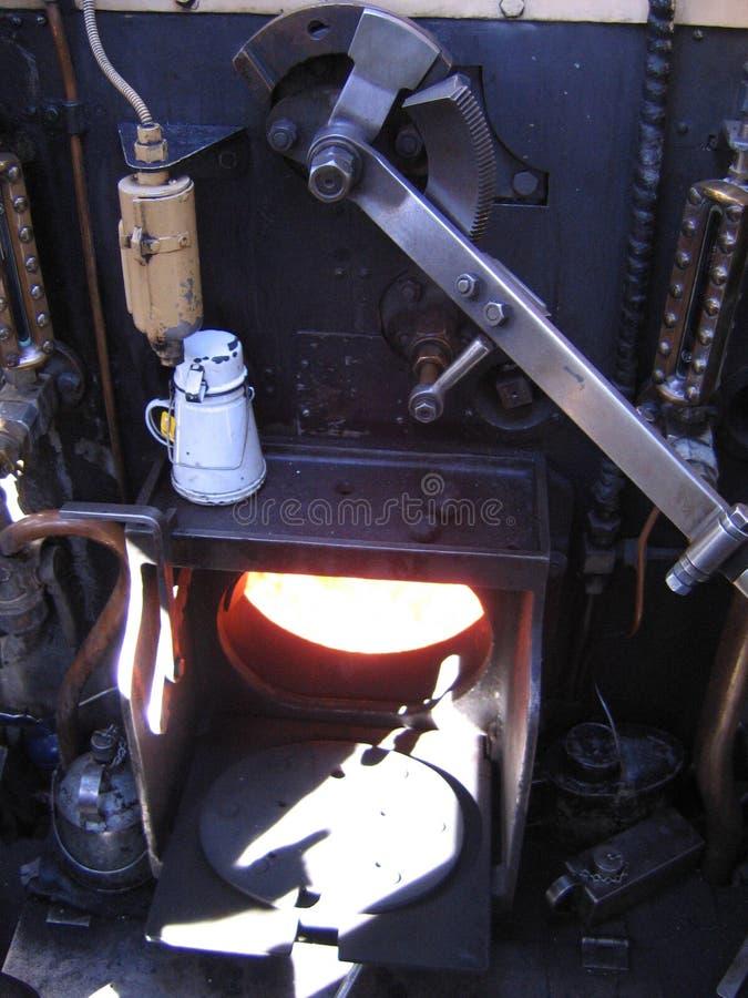Горящая печь в паровом двигателе стоковое фото